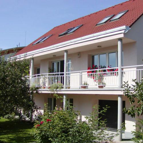 Glcs-czech-building